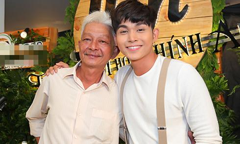 Bố Jun Phạm đến ủng hộ con trai ra MV mới