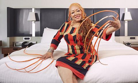 Người phụ nữ nuôi móng tay suốt 23 năm