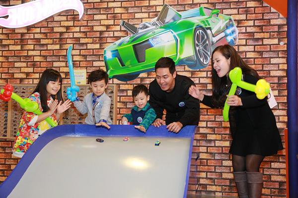 MC Phan Anh có một gia đình hạnh phúc với vợ và ba con đáng yêu.