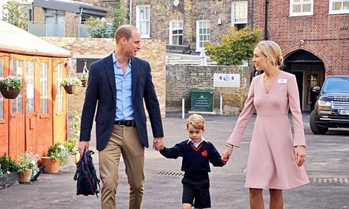 Ngày đầu tiên đến trường không có mẹ đi cùng của Hoàng tử George