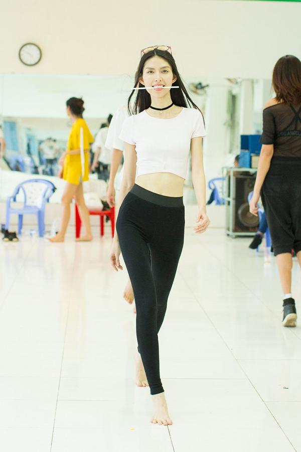 top-3-next-top-ngam-ong-hut-tap-luyen-catwalk-9