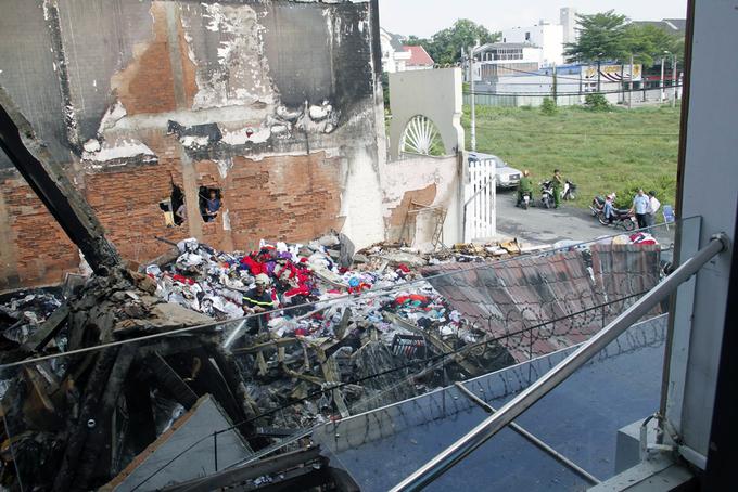 Căn nhà cháy đổ sập đè chết thượng úy cảnh sát