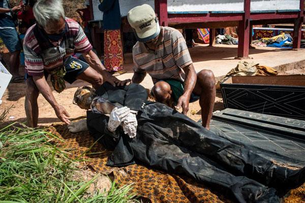tap-tuc-dem-hai-cot-nguoi-than-dieu-hanh-o-indonesia-4