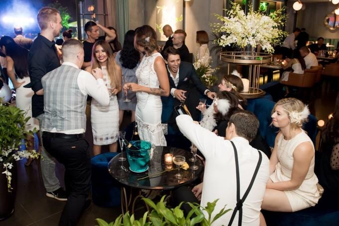 Những vị khách mời đã có những phút giây vui vẻ và tận hưởng không khí của một bữa tiệc đẳng cấp thượng lưu.