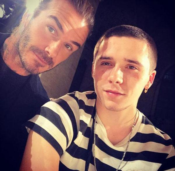 Cựu sao Anh selfie với con trai cả,