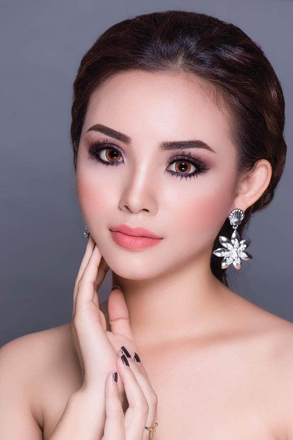 Bộ ảnh được thực hiện với sự hỗ trợ của Makeup: Kim Cương, Photo: Fynz, Model: Như Ý.