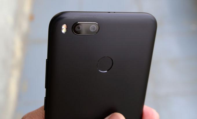 mo-hop-smartphone-camera-kep-gia-tot-xiaomi-mi-a1-2