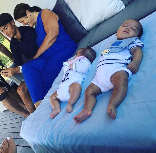 Hai bé Mateo và Eva