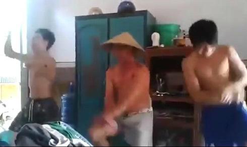 Ba bố con cởi trần, quần đùi hát mừng sinh nhật mẹ