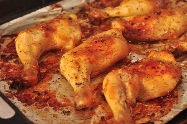 Hoặc bạn có thể biến thành bữa ăn Âu khi kết hợp với bánh mỳ nướng giòn và sa lát dầu giấm với vài quả ôliu. Ảnh: Facebook Cá hồi xông khói.