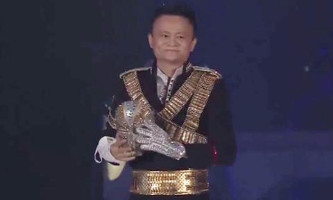 Tỷ phú Jack Ma hóa Michael Jackson trong tiệc sinh nhật công ty