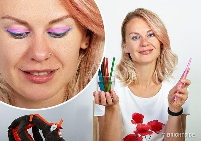 Dùng bút chì màu để kẻ mắt không phải là một gợi ý hay ho. Chúng rất khó làm sạch.