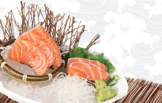 co-hoi-thuong-thuc-sashimi-ca-hoi-mien-phi-tai-sushi-kei-2