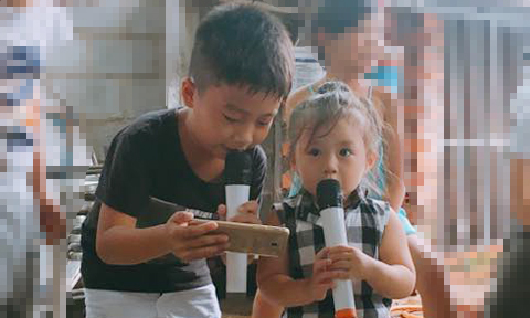 Em bé 2 tuổi say sưa hát bài 'Duyên phận'