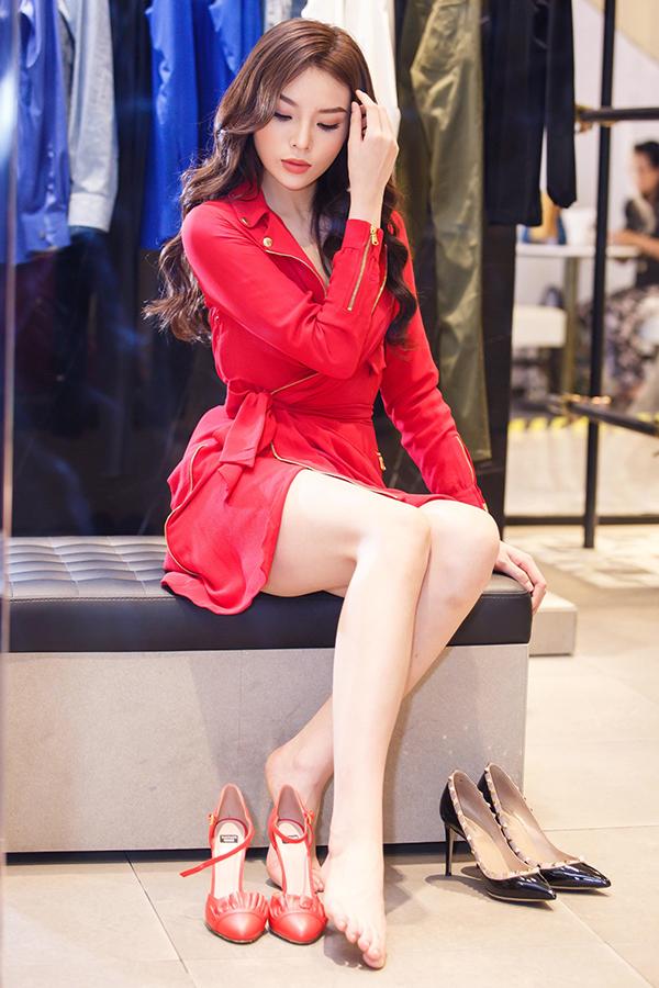 ky-duyen-chon-trang-phuc-chun-bi-tham-du-milan-fashion-week-7