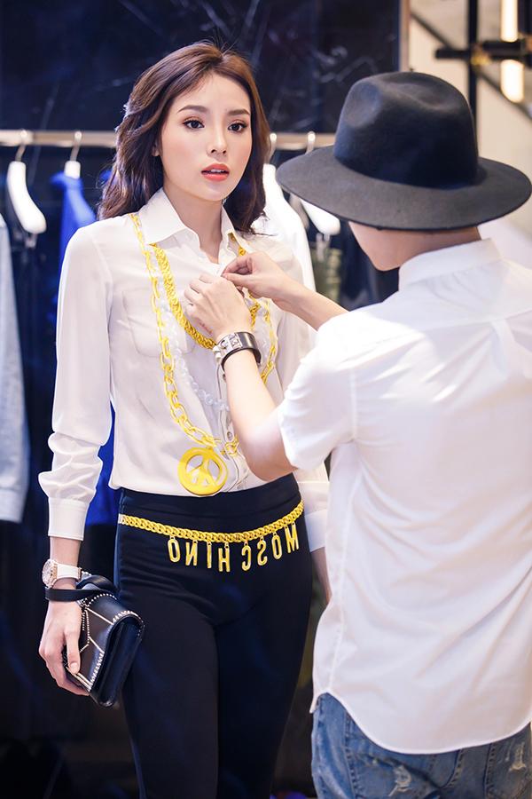 ky-duyen-chon-trang-phuc-chun-bi-tham-du-milan-fashion-week