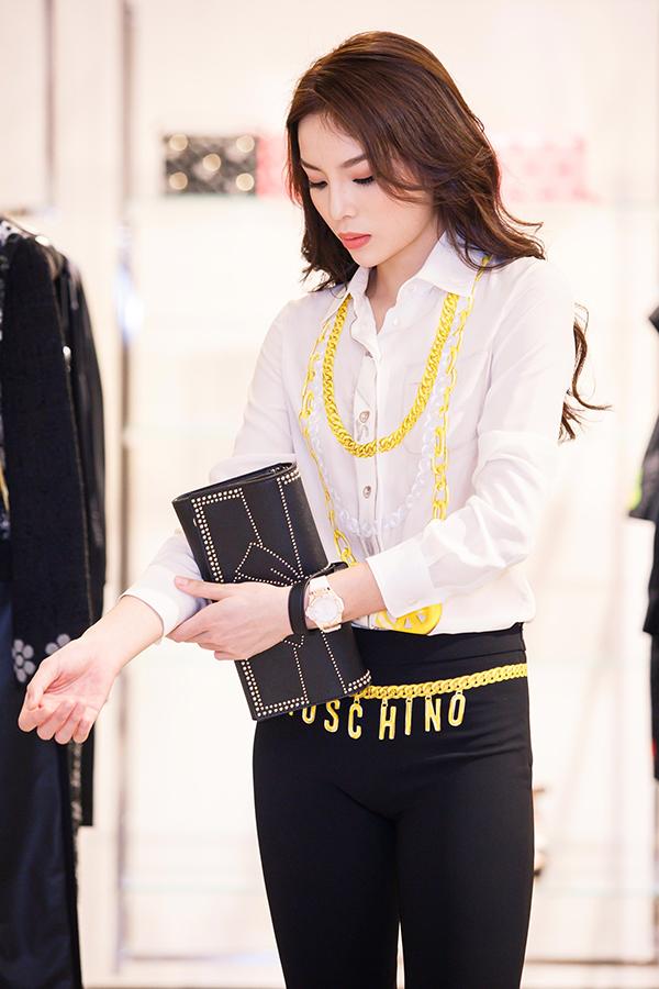 ky-duyen-chon-trang-phuc-chun-bi-tham-du-milan-fashion-week-2
