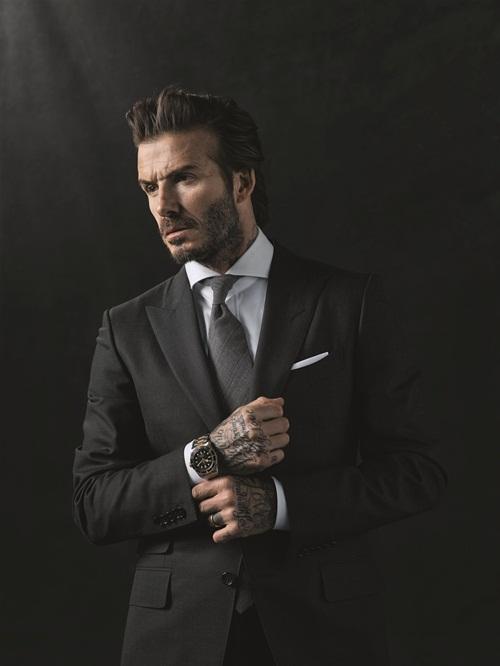 David Beckham điển trai với đồng hồ Tudor Black Bay S&G (thép  & vàng).