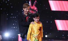 Bạch Duy Khánh hát 'Chiếc khăn Phiêu'