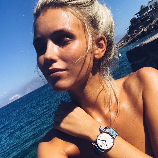 Người đẹp của Reus được cho là quảng cáo sản phẩm trá hình trên trang cá nhân.