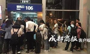 Hành khách phải đợi 15 tiếng vì cơ trưởng mang nhầm hộ chiếu