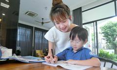 Minh Hà dạy con kiến thức dinh dưỡng qua thơ