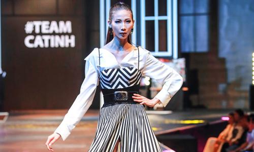 Mẫu siêu gầy Cao Ngân làm vedette trong show thời trang lớn