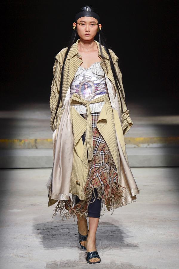 hai-nang-mau-viet-trung-show-o-london-fashion-week
