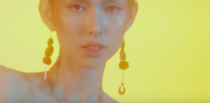 Sau đêm chung kết Vietnams Next Top Model 2017, Thuỳ Dương nhận lời đóng MV Cuội Khờ của ca sĩ trẻ Juun Đăng Dũng. Mới đây, Juun đã hé lộ teaser với sự góp mặt của chân dài này. Trong teaser, cô xuất hiện chớp nhoáng nhưng vẫn toát lên vẻ quyến rũ.