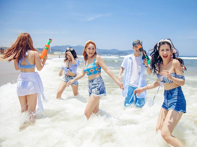 dong-nhi-khoe-dang-sexy-khi-quay-mv-o-dai-loan-7