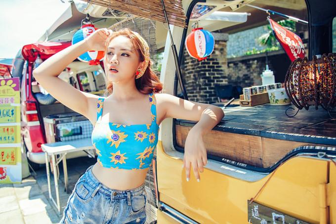 dong-nhi-khoe-dang-sexy-khi-quay-mv-o-dai-loan-4