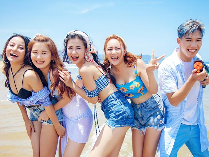 dong-nhi-khoe-dang-sexy-khi-quay-mv-o-dai-loan-9