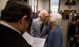 Chú rể 94 tuổi kể về đám cưới và đêm chung giường đầu tiên với cô dâu 99 tuổi