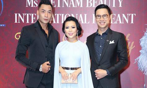 Hoa hậu Kristine Thảo Lâm khoe dáng bên dàn trai trẻ