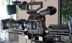 Máy quay phim Canon gần 200 triệu đồng ở Việt Nam
