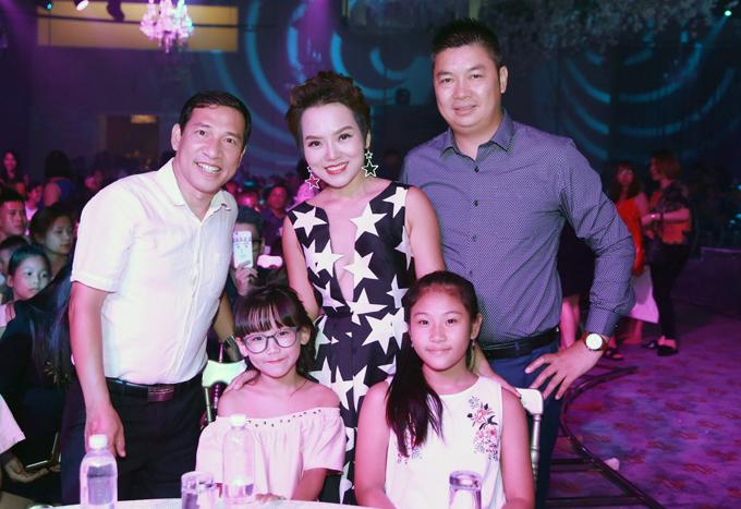 Thái Thùy Linh được ông xã và con gái tháp tùng trong sự kiện