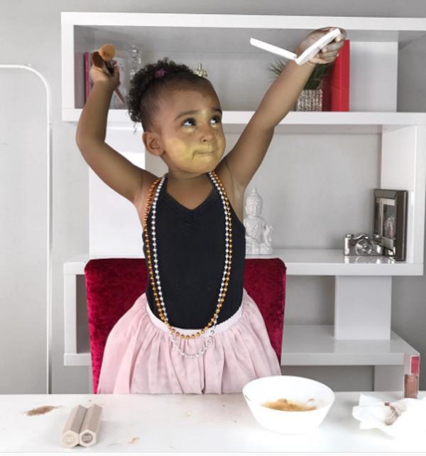 Rất nhiều beauty blogger đã thử nghiệm bộ sưu tập này và chia sẻ cảm nhận của riêng mình, trong đó, gây ấn tượng và bất ngờ nhất là cô nhóc Samia Ali. Samila sở hữu kênh Youtube với hơn 62.000 lượt người theo dõi.