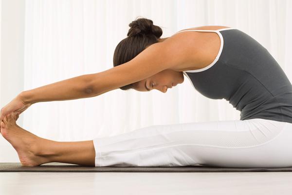6-dong-tac-yoga-giup-giam-mo-bung-sau-sinh-4