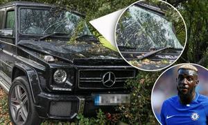 Sao Chelsea đâm xe vào bụi cây trên đường về nhà