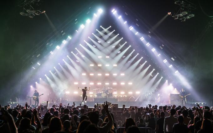 Đêm diễn tối 21/9 tại Impact Arena, Thái Lan là nằm trong tour diễn vòng quanh châu Á của OneRepublic diễn ra trong tháng 9. Các điểm khác là Singapore, Đài Loan, Hong Kong, Nhật Bản và Trung Quốc.  - Giá vé rẻ nhất của sô này là 2000 baht (1,4 triệu) và đắt nhất là 5.000 baht (3,5 triệu). Có hơn 10.000 khán giả tới phủ kín. Chỗ trống chỉ lác đác ở khu vực xa. Nhóm này được khán giả Thái rất hâm mộ và không ngừng hò reo: Ryan, we love you.