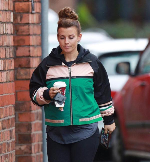 Bà xã Rooney vẫn để ảnh cả gia đình ở màn hình nền điện thoại.