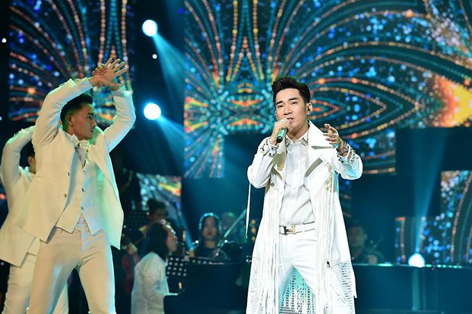 quang-ha-khoe-giong-hat-long-long-suot-3-tieng-ruoi-trong-liveshow-11