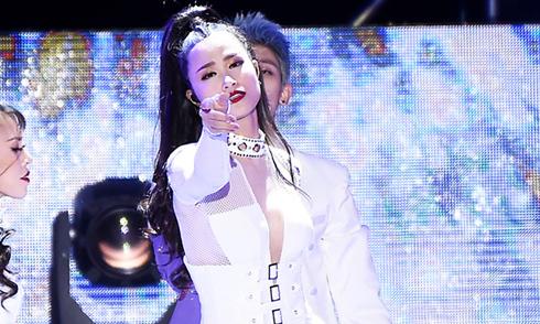 Đông Nhi xuất hiện trên loạt báo Hàn Quốc khi dự 'Asia song festival 2017'