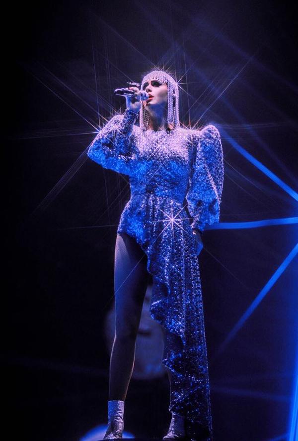 Thông tin Katy Perry diện 3 thiết kế của Công Trí trong tour diễn Witness đã thu hút sự quan tâm của giới truyền thông và đông đảo khán giả trong nước.