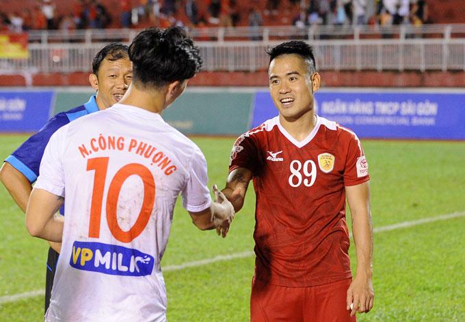 cong-vinh-nung-yeu-cong-phuong-tren-san-11