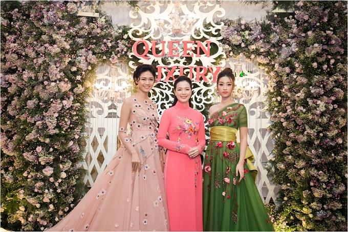 Bà Nguyễn Thị Trang Phương (giữa)  Chủ tịch hội đồng quản trị Hệ thống Queen Plaza cùng Hoa hậu Đỗ Mỹ Linh và Á hậu Ngô Thanh Tú.