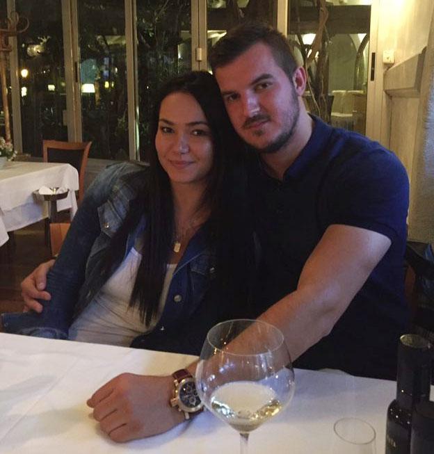 Cô vợ Anita của sao Liverpool có thời gian bỏ chồng con ở Anh, về Croatia