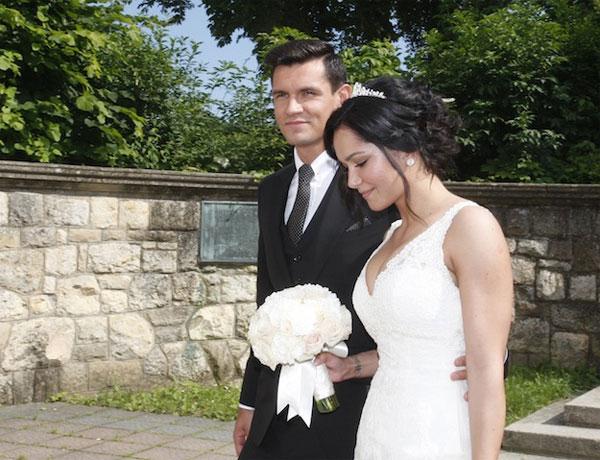 Vợ chồng Lovren trong ngày cưới năm 2013. Cặp đôi yêu nhau từ ngày tuổi teen và có hai đứa con.