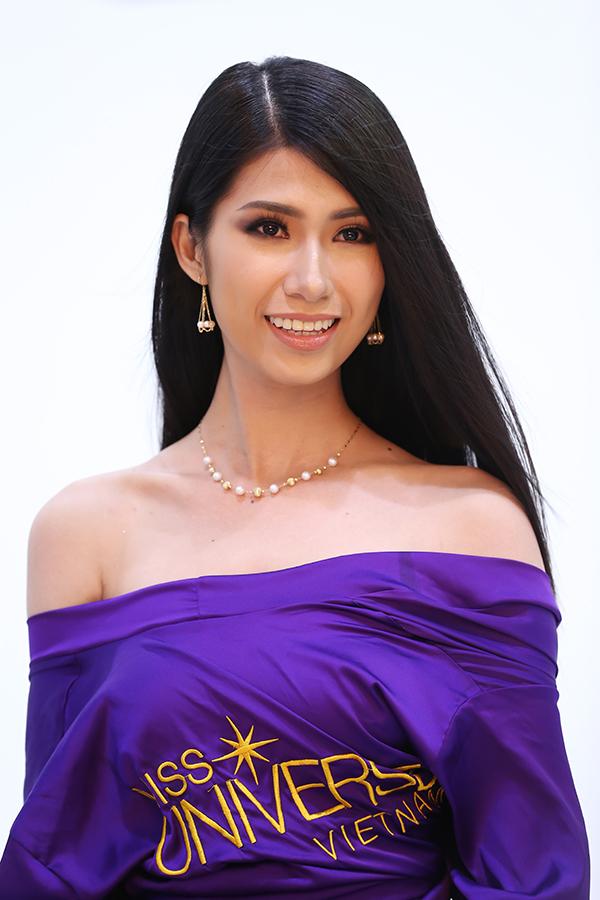bi-giam-khao-che-hoang-thuy-van-vao-ban-ket-hoa-hau-hoan-vu-viet-nam-2017-9