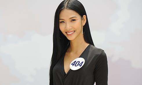 Bị giám khảo chê, Hoàng Thuỳ vẫn vào bán kết Hoa hậu Hoàn vũ Việt Nam 2017